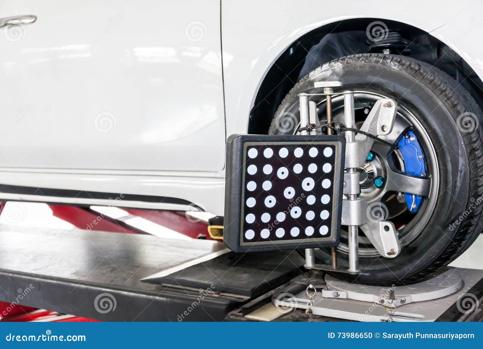 Ajustement de suspension et travail d alignement des roues d automobile