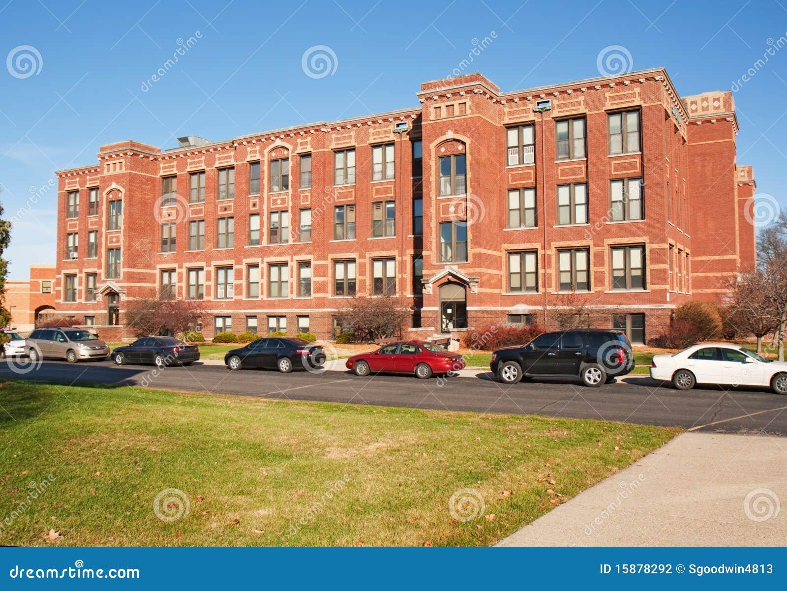 Akademisches Gebäude auf einem Hochschulcampus