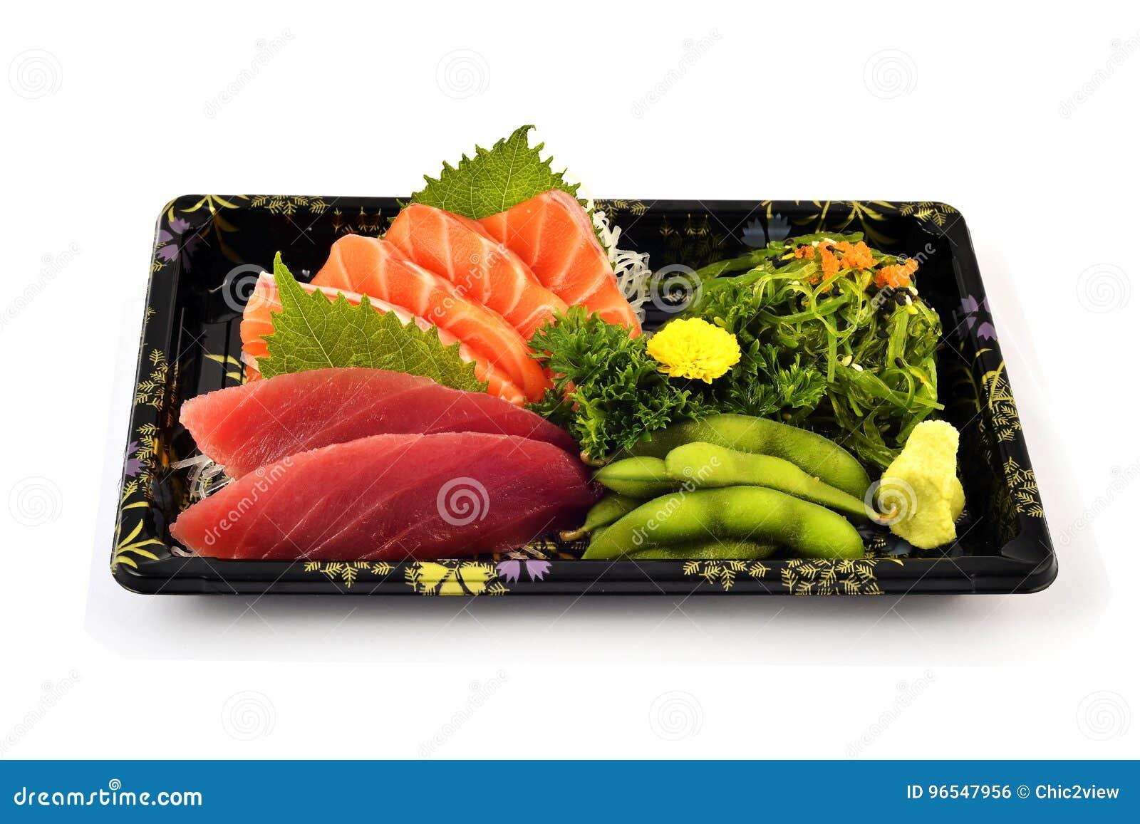 Akami ou thon et Salmon Sashimi remplissent de nourriture japonaise de tradition de pois cajan et de salade épicée d algue dans l