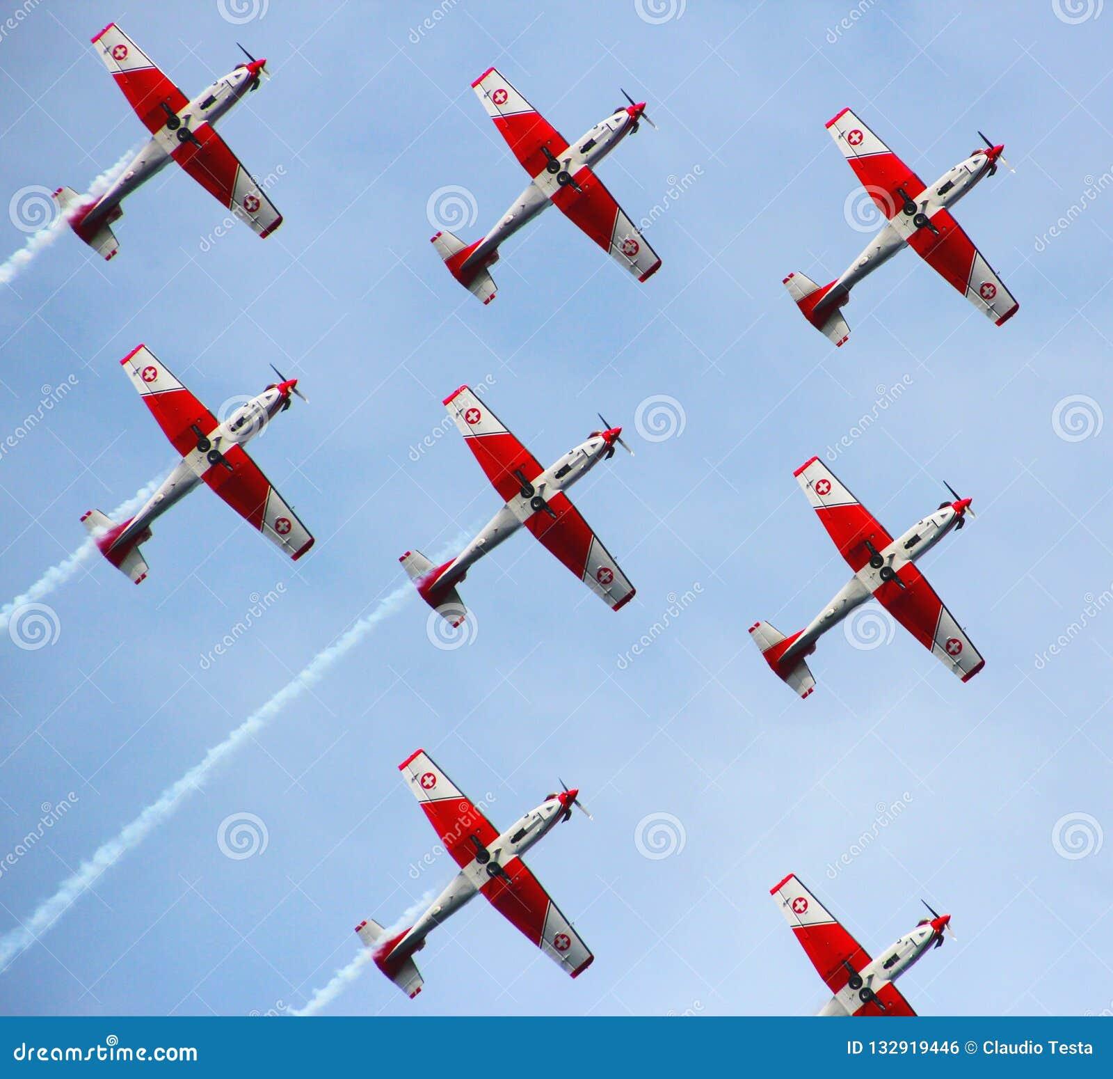 Akrobatiskt schweiziskt flyg