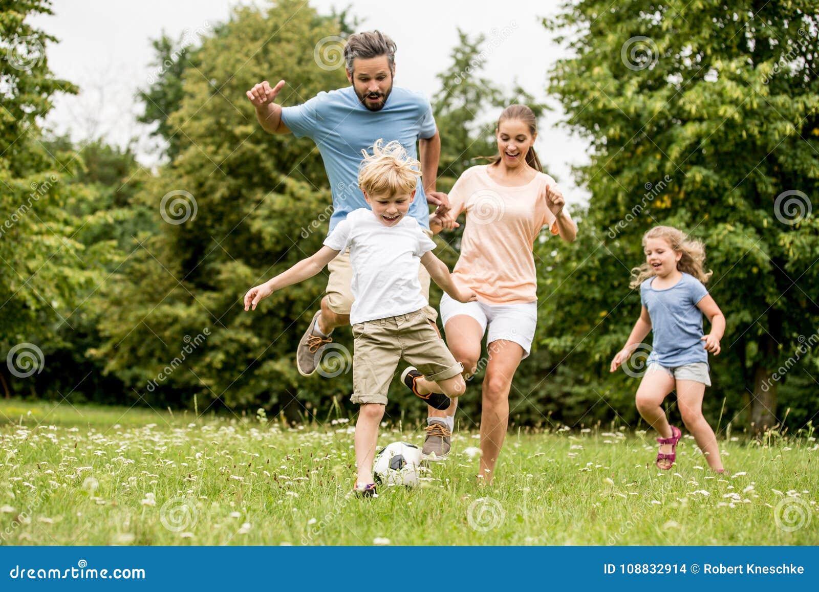 Aktiv familjlekfotboll
