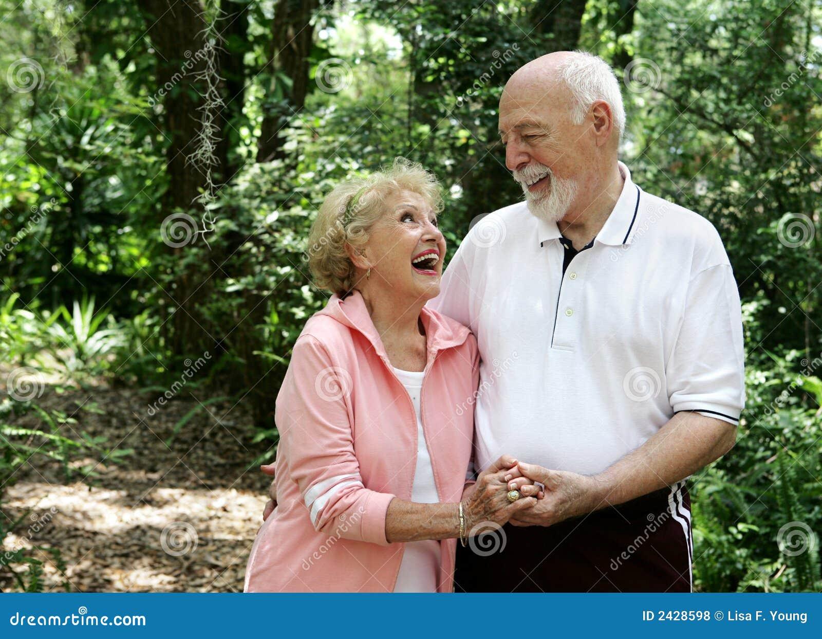 Aktive ältere Paare Copyspace