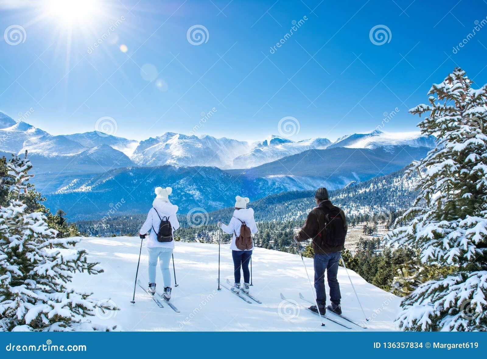 Aktives Familienskifahren auf Winterferien