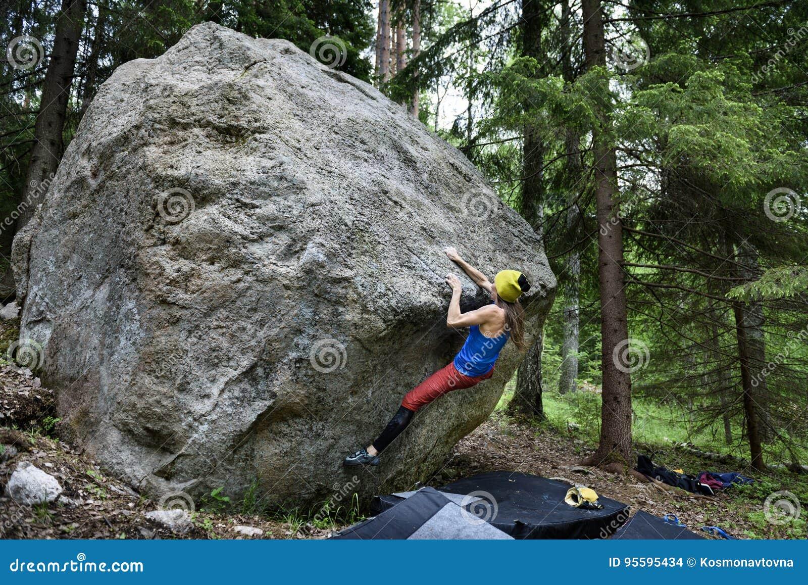 Aktivitet för utomhus- sport Vagga klättrareflickan