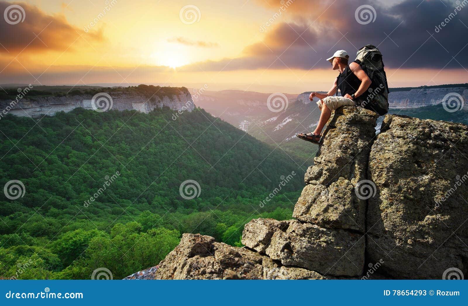 Aktywności czas wolny mężczyzna góry turysta