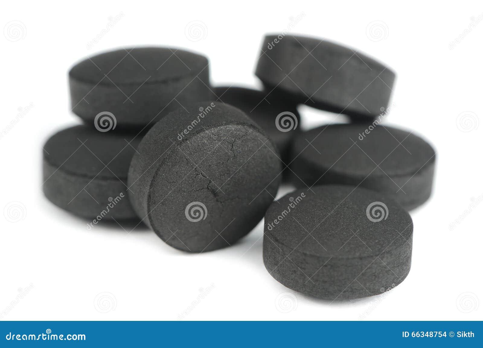 Aktywowane węgiel pigułki na Białym tle (Aktywowany węgiel drzewny)