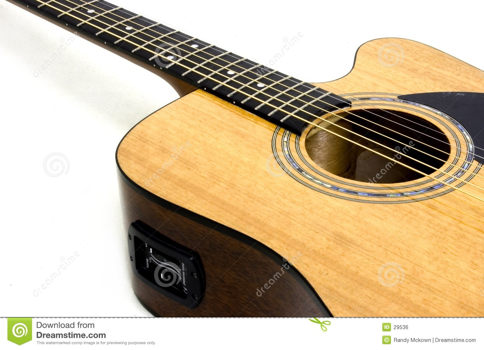 Akustyczną gitarę elektryczną