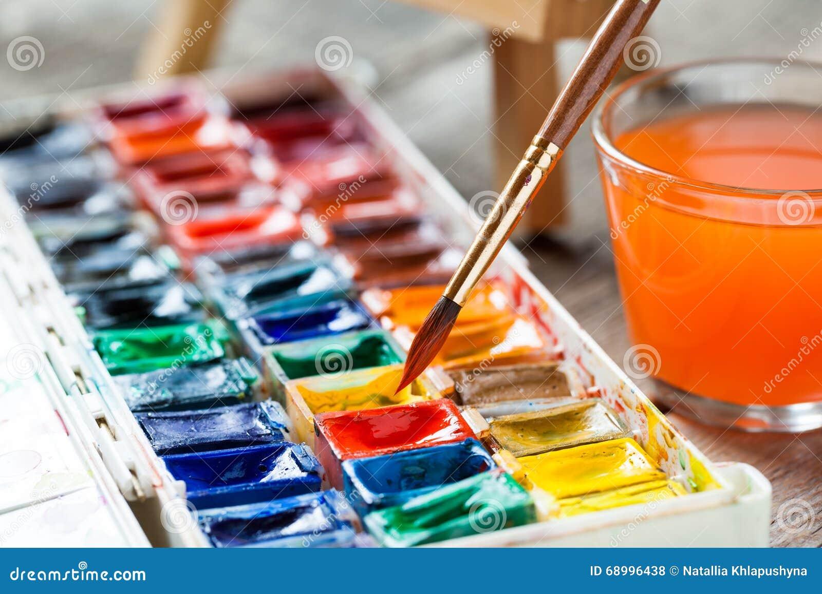 Akwareli paintbrushes dla malować zbliżenie i farby