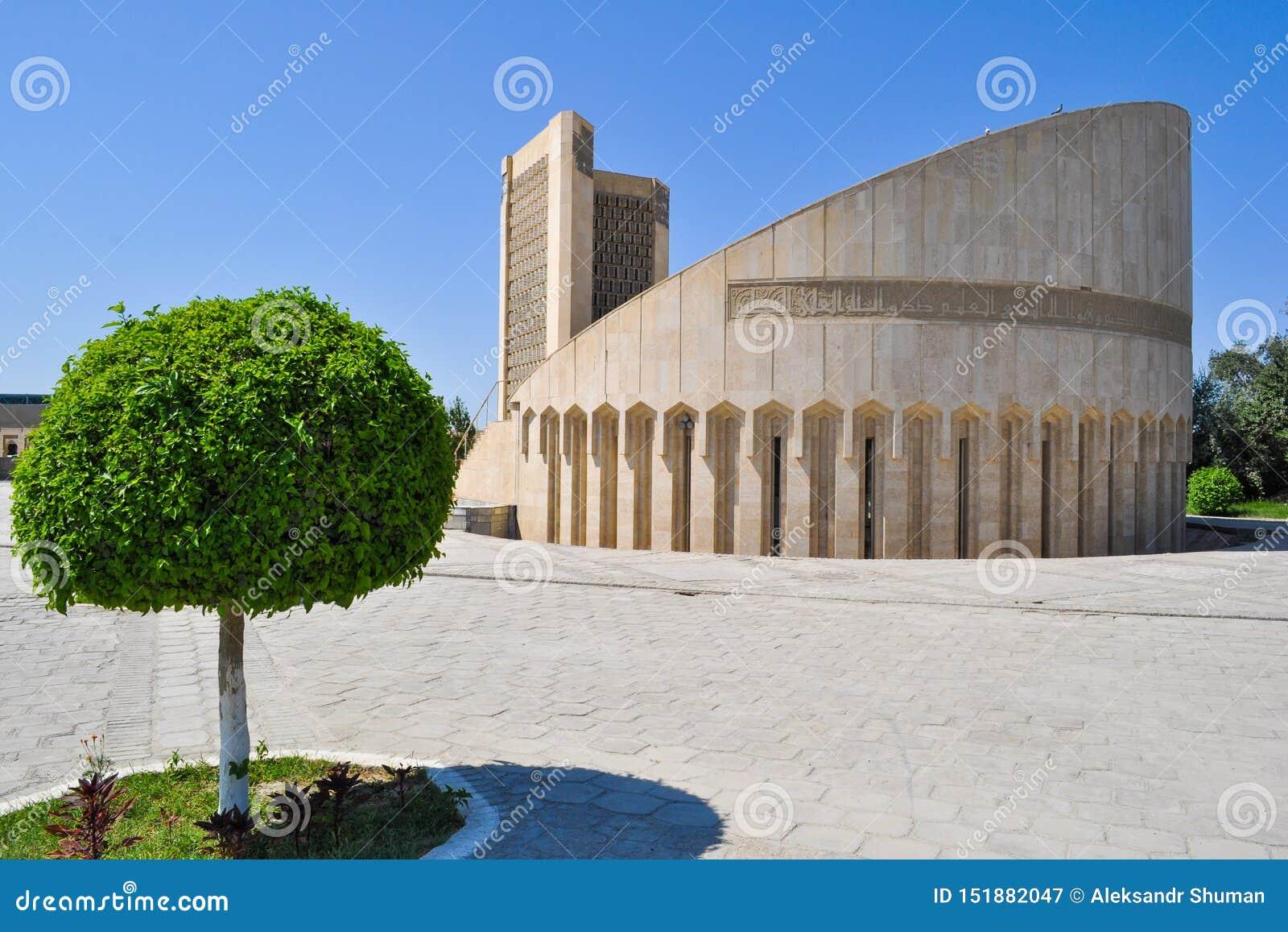 Al Bukhari-Denkmal ist im historischen Teil von Bukhara, Usbekistan Übersetzung: 'Imam al-Bukhari war geboren in 810