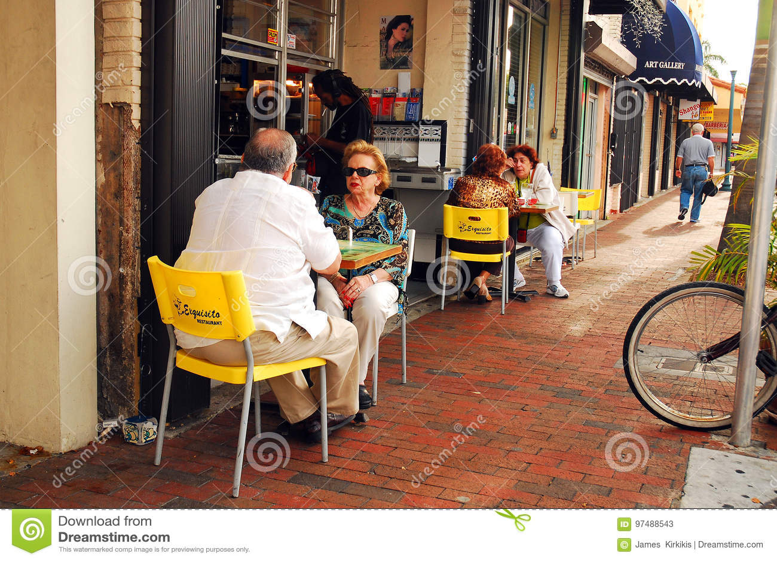 Al Fresco Dining in Calle Ocho