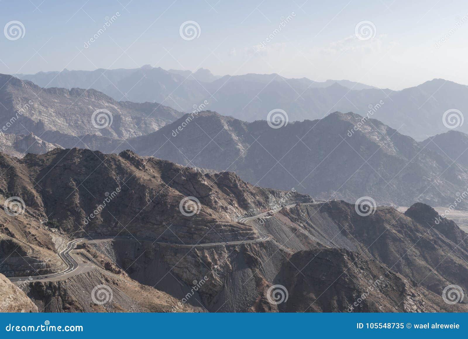 Al Hada Mountain in Taif-Stadt, Saudi-Arabien mit schöner Ansicht der Gebirgs- und Al Hada-Straße zwischen den Bergen