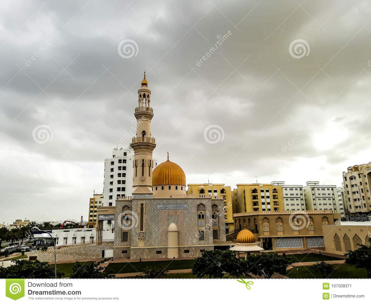 Al Khuwair Zawawi Mosque right view in front of Muscat main road