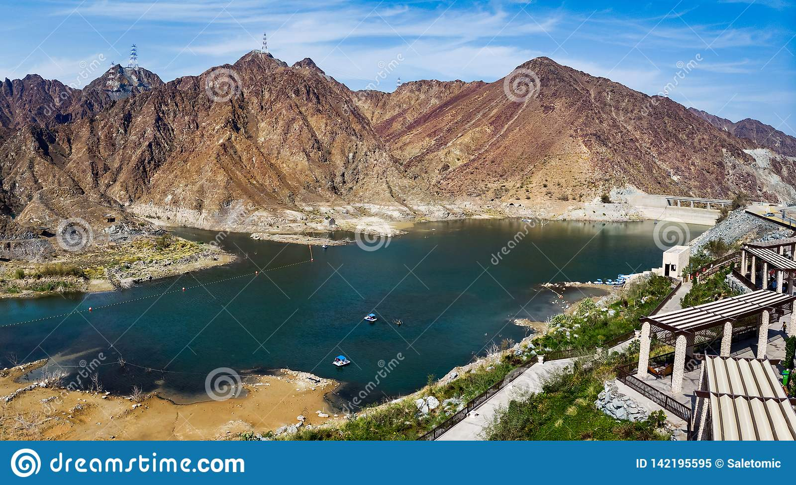 Al Rafisah Dam im Arabische Emirate-Luftpanorama
