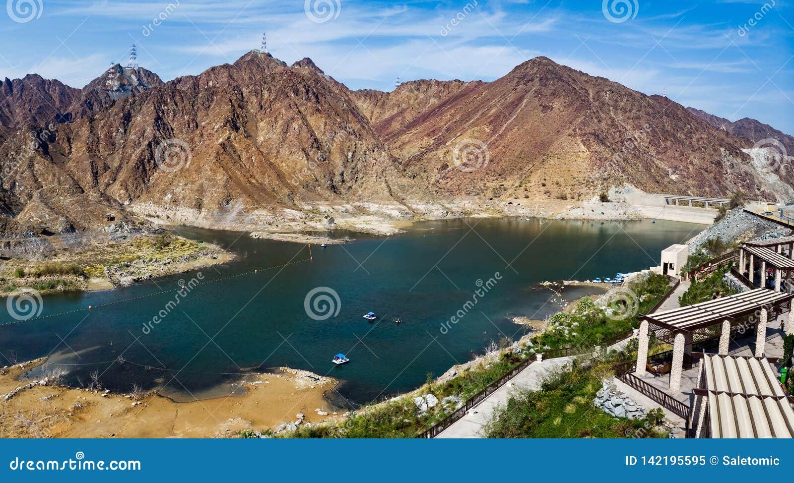 Al Rafisah Dam no panorama aéreo de Emiratos Árabes Unidos