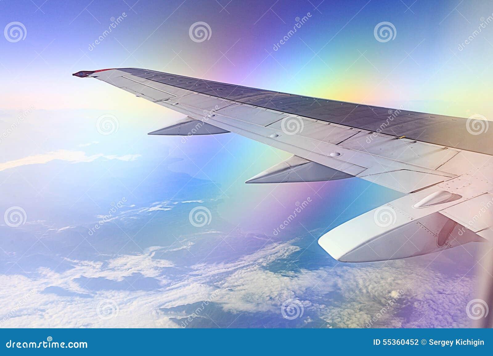 Ala dell aeroplano nel cielo