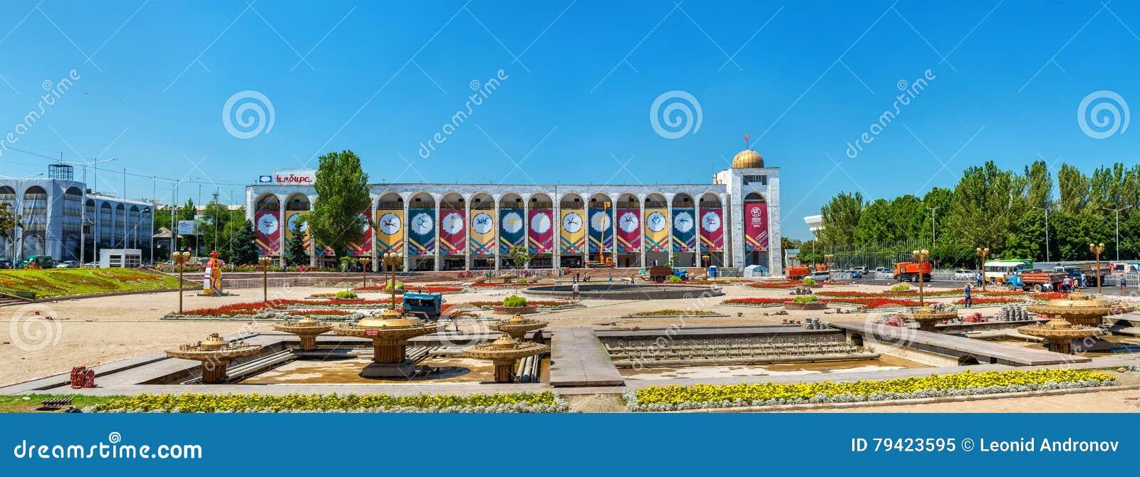 Ala-Demasiado, el cuadrado central de Bishkek - Kirguistán