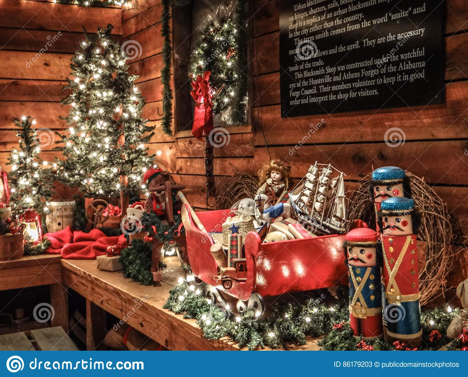 Alabama Christmas.Alabama Christmas Decorations Huntsville Picture Image