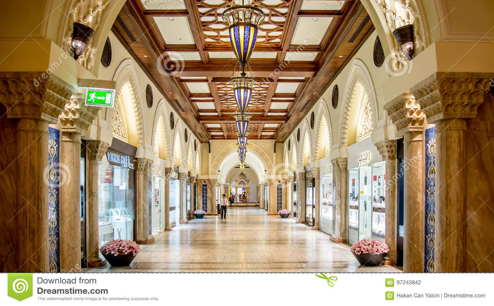 Alameda de Dubai nos UAE Esta é a alameda a maior em Dubai