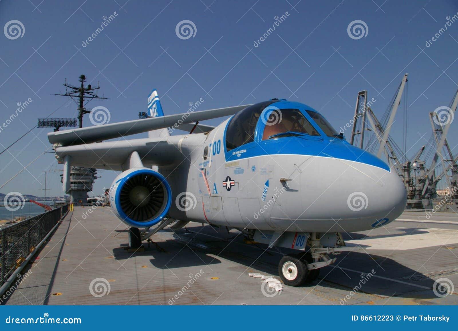 ALAMEDA, LOS E.E.U.U. - 23 DE MARZO DE 2010: S-3 Viking, avispón de portaaviones en Alameda, los E.E.U.U. el 23 de marzo de 2010
