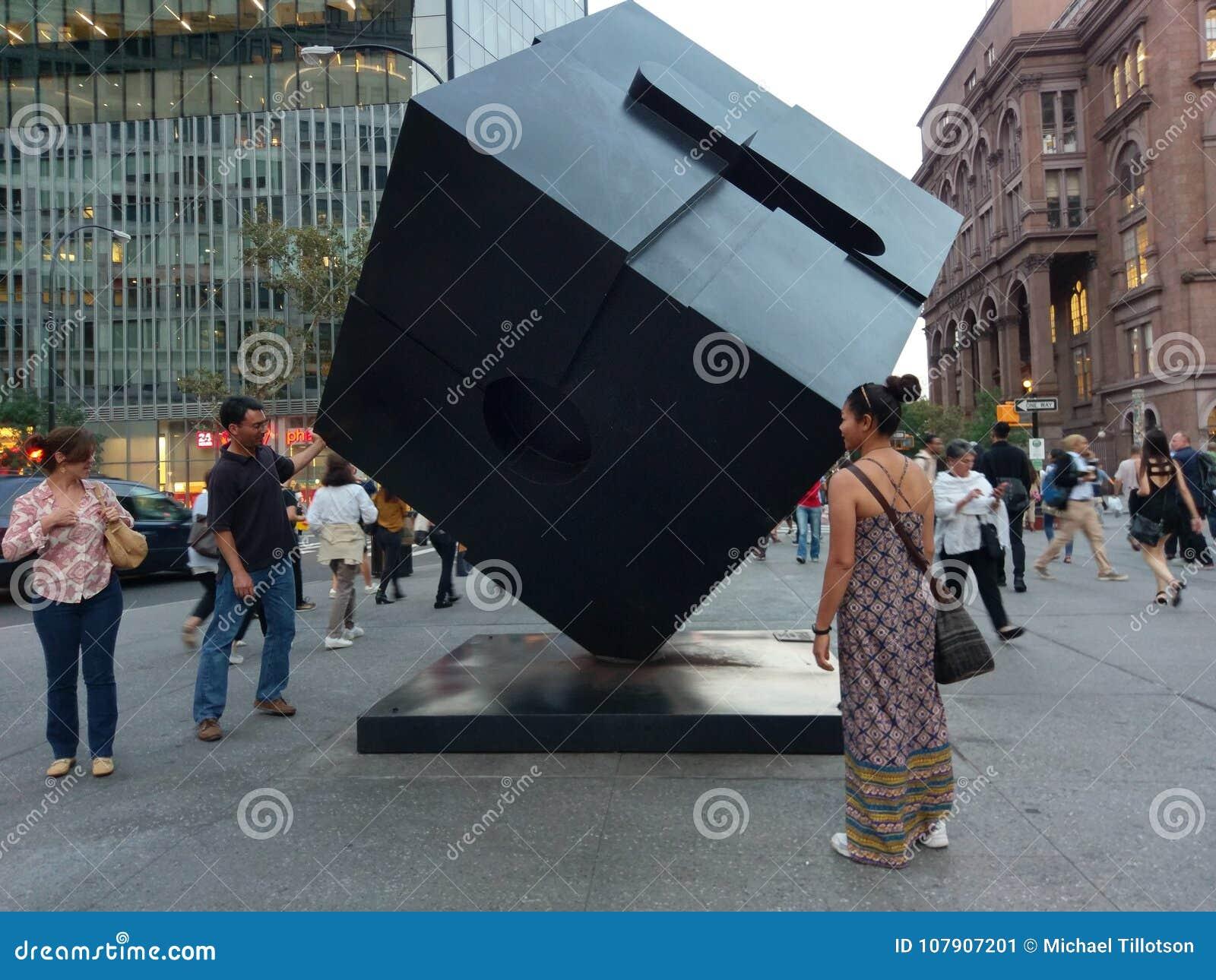 Alamo Astor Place Cube Sculpture em Manhattan, New York City