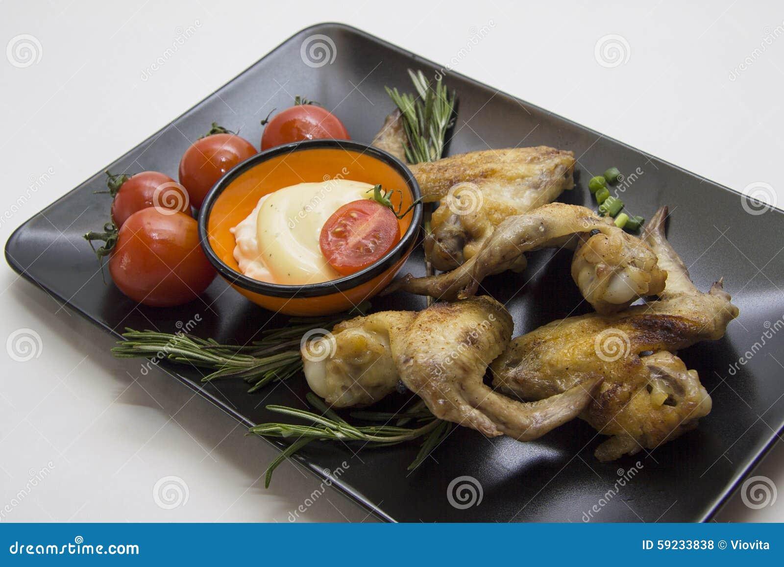 Download Alas Con Los Tomates En Negro Foto de archivo - Imagen de chile, cocinero: 59233838