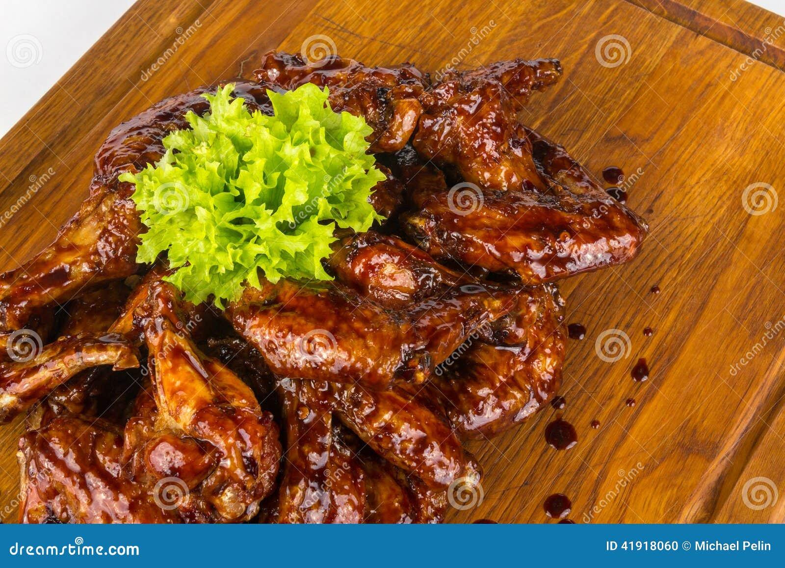 Alas de pollo en salsa caliente