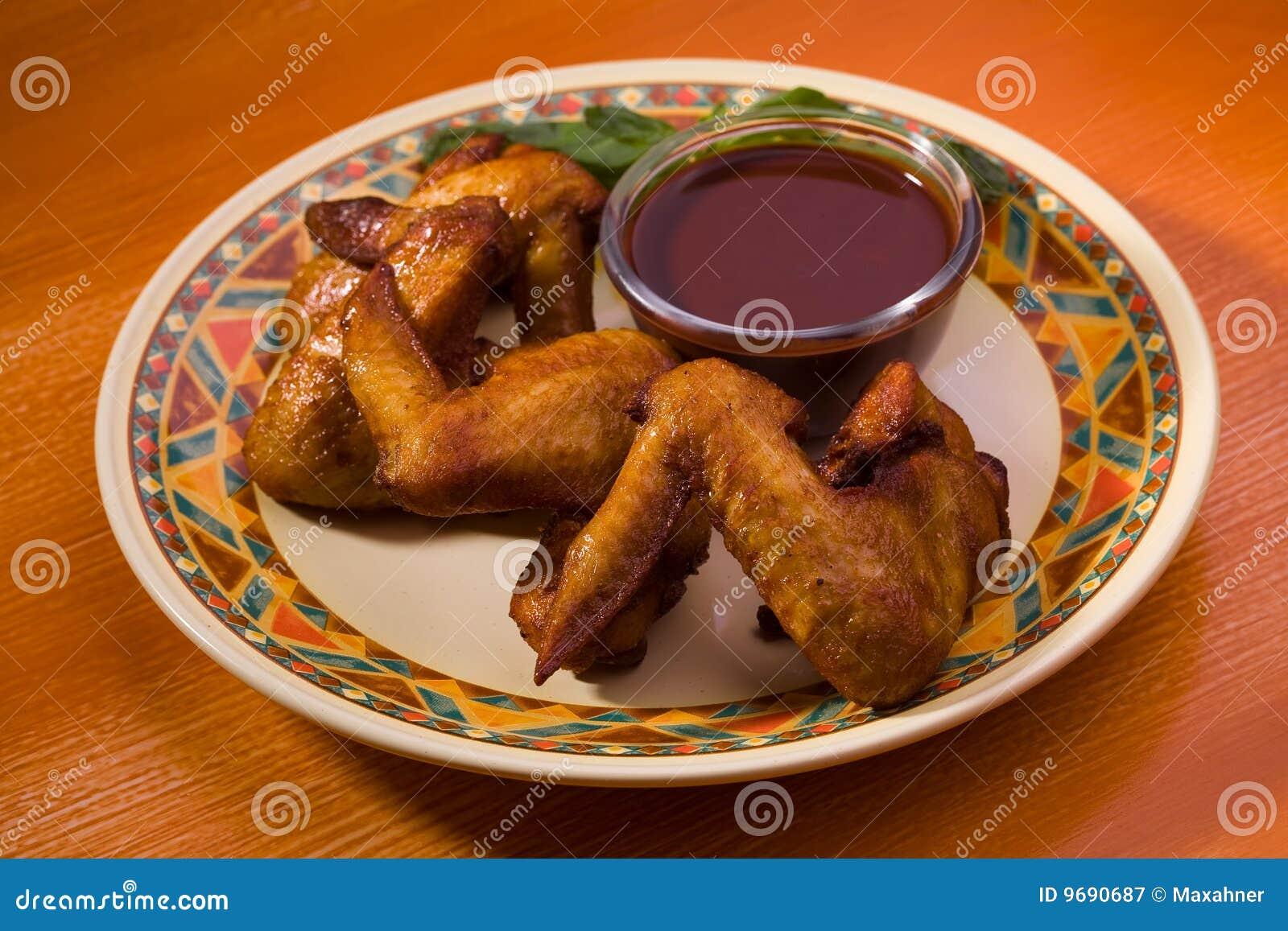 Alas de pollo frito con el souce de la soja