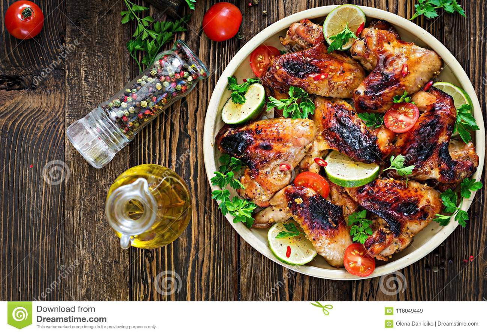 Alas de pollo de la barbacoa en salsa dulce amarga Comida campestre