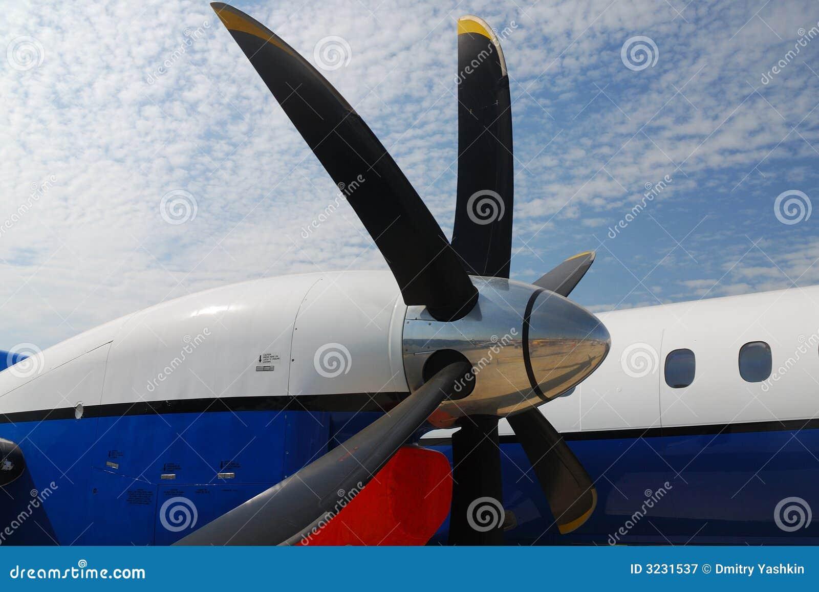 Alas y motores de aviones