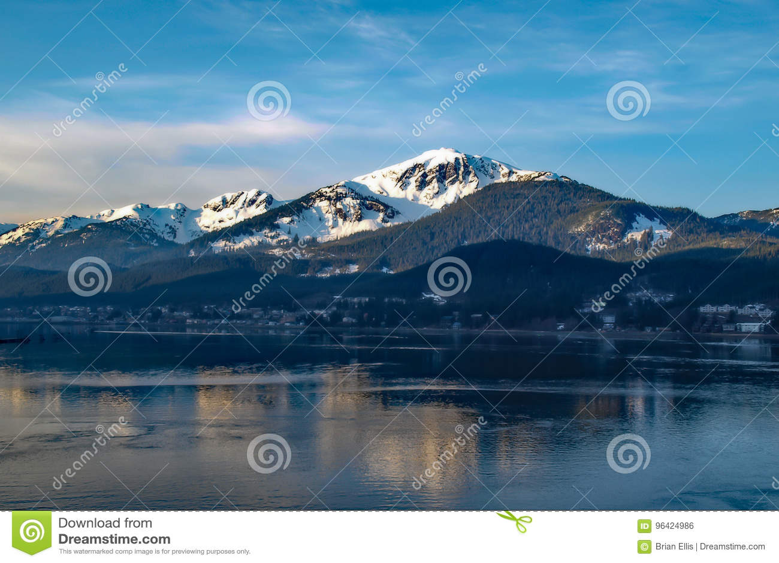 Alaska-Berg und -meer