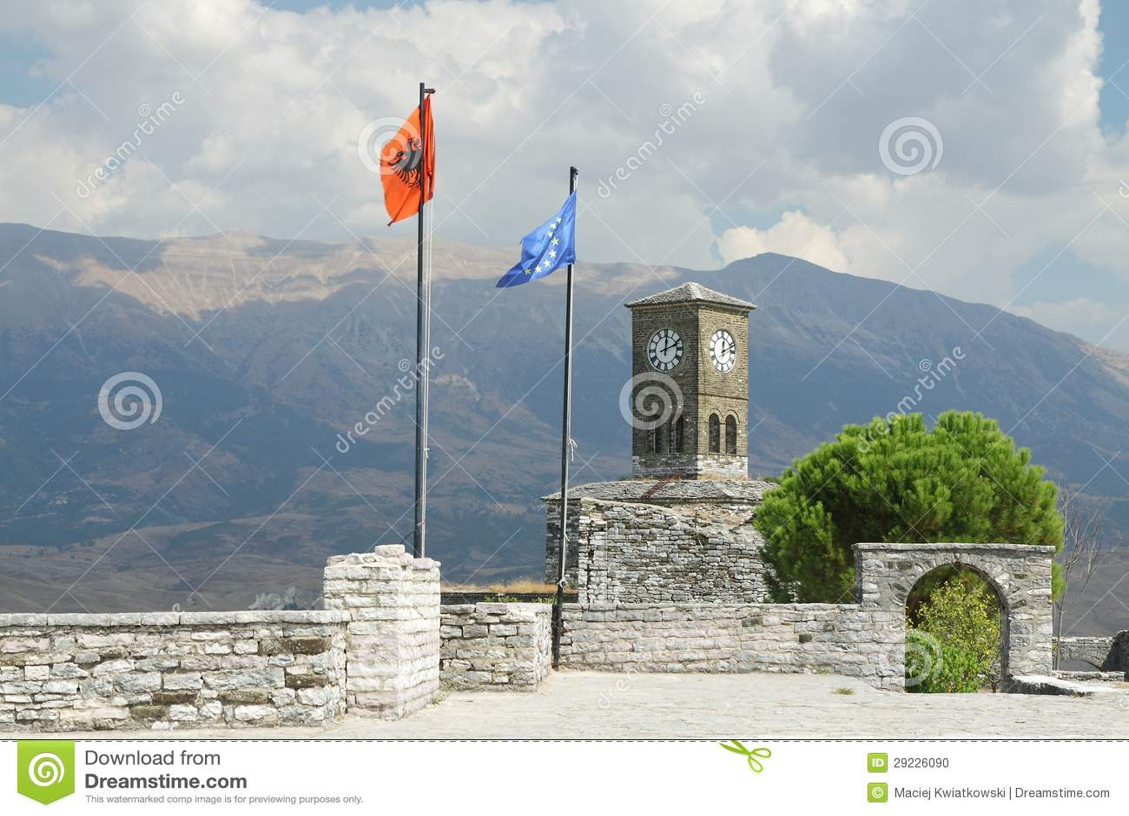 Download Albânia, Gjirokaster, Citadela, Bandeiras De Albânia E Do Vôo Da UE Foto de Stock - Imagem de cultural, europeu: 29226090