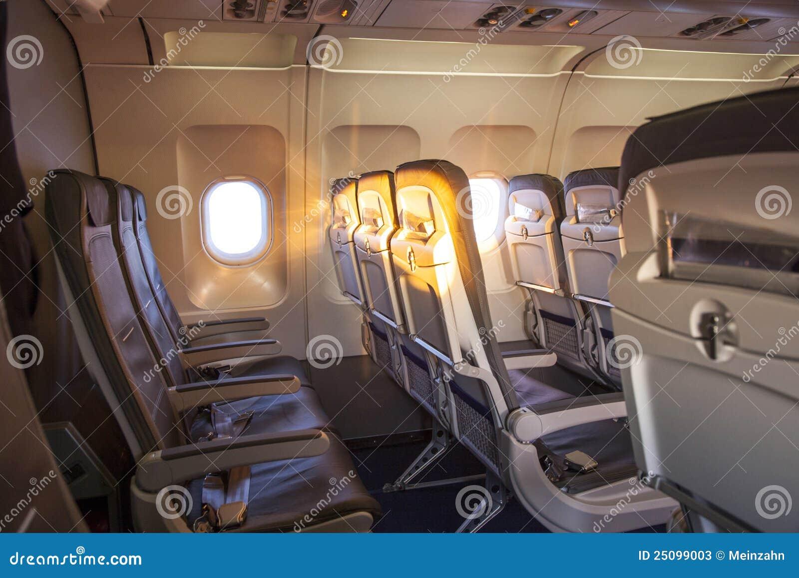 Alba all 39 interno della cabina di un aereo fotografie stock for Design moderno della cabina