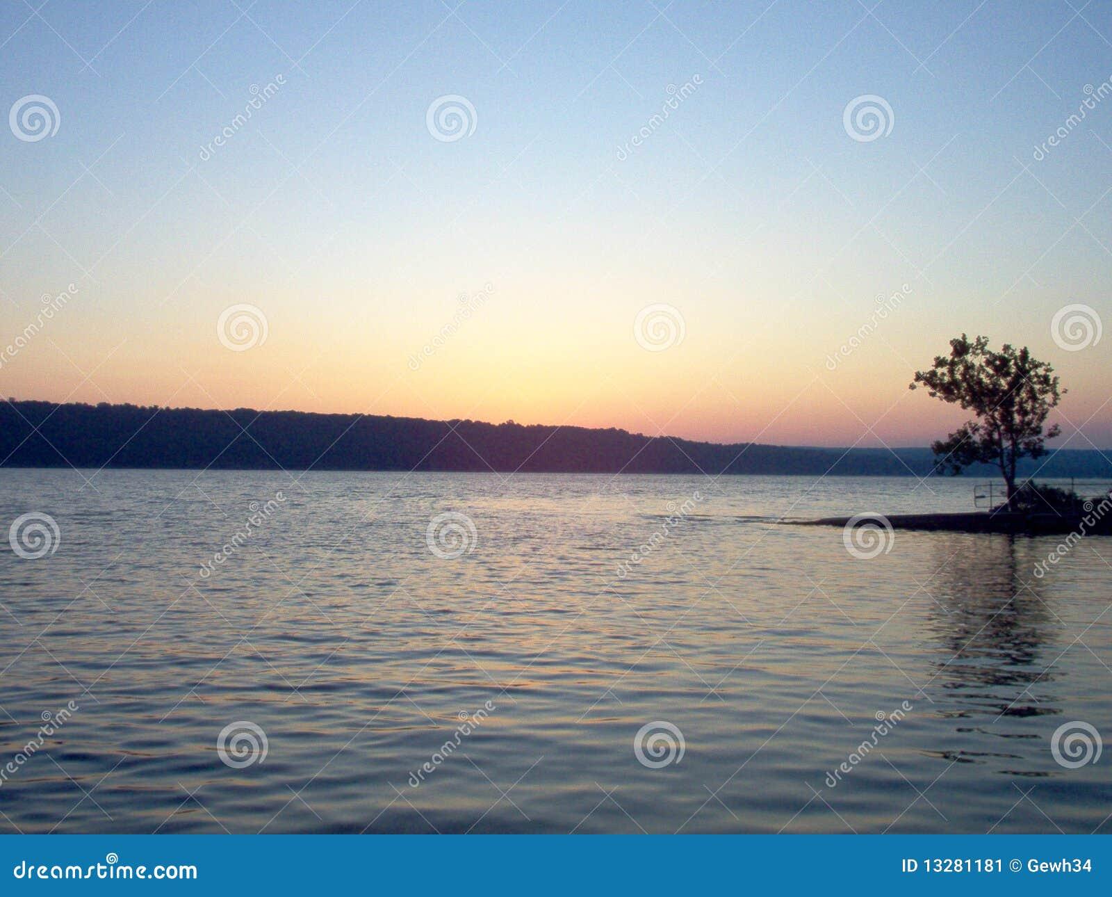 Alba del lago