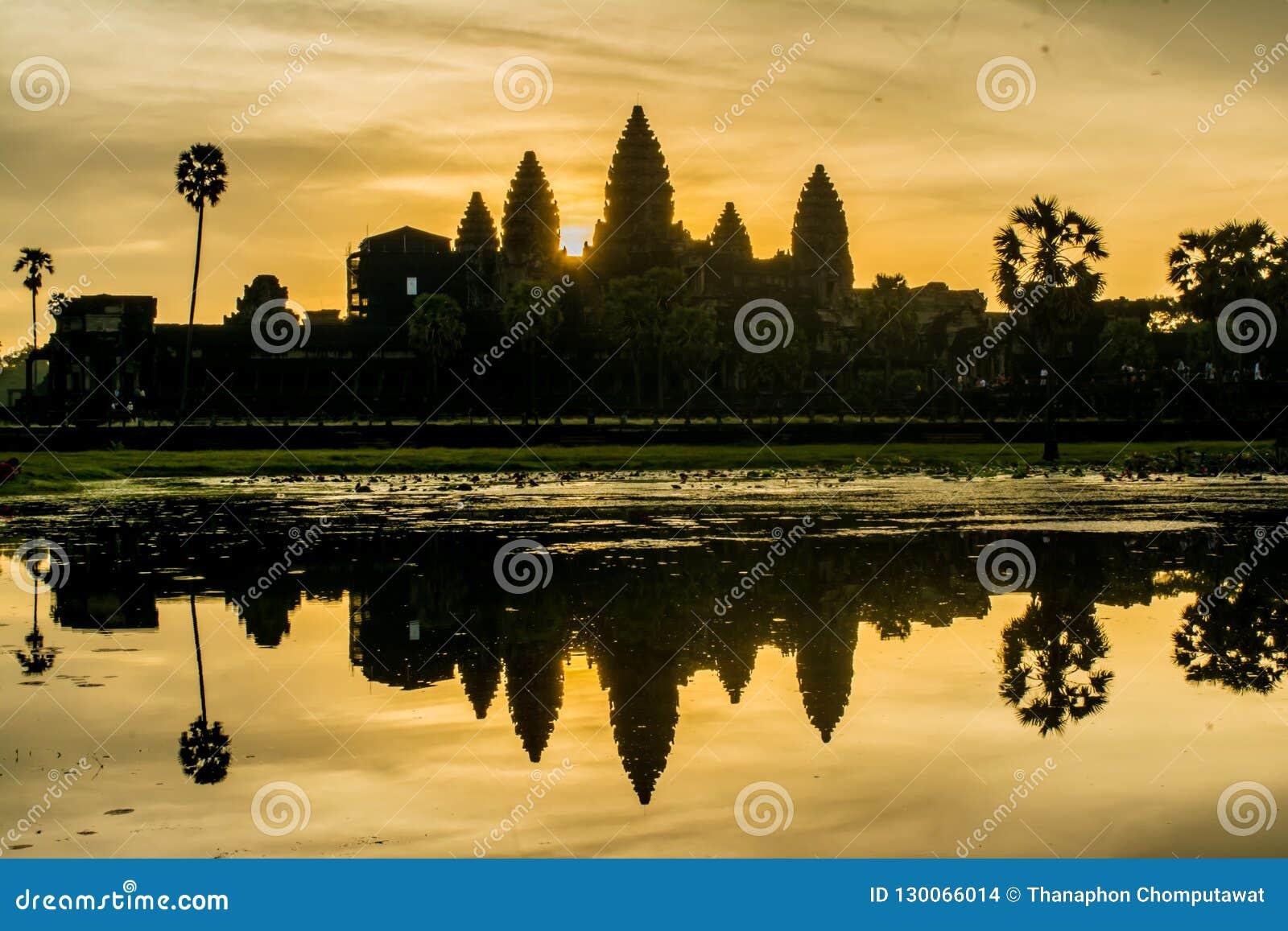 Alba di mattina a Angkor Wat