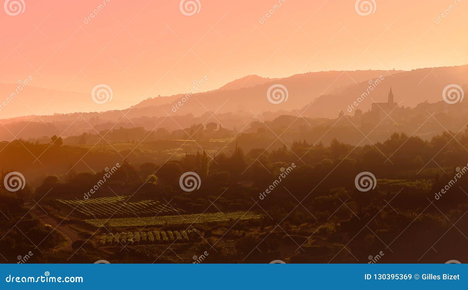 Alba e nebbia sul Luberon