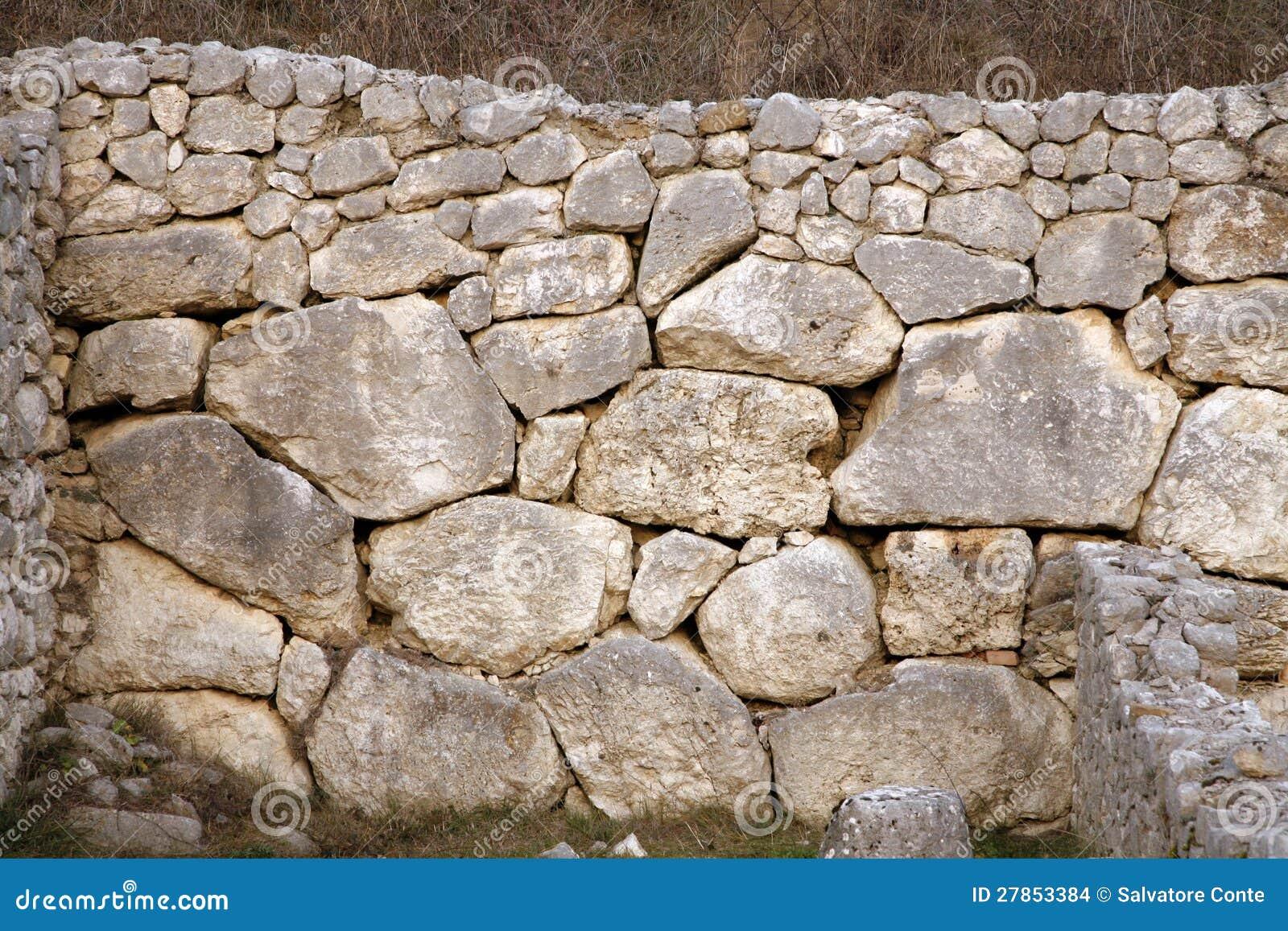 Alba Fucens - ściana