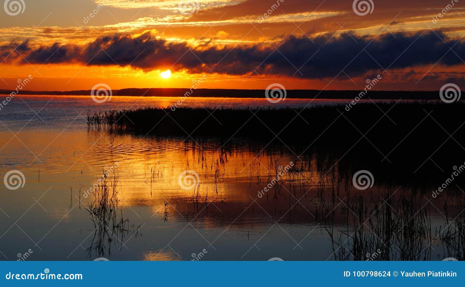 Alba nel lago