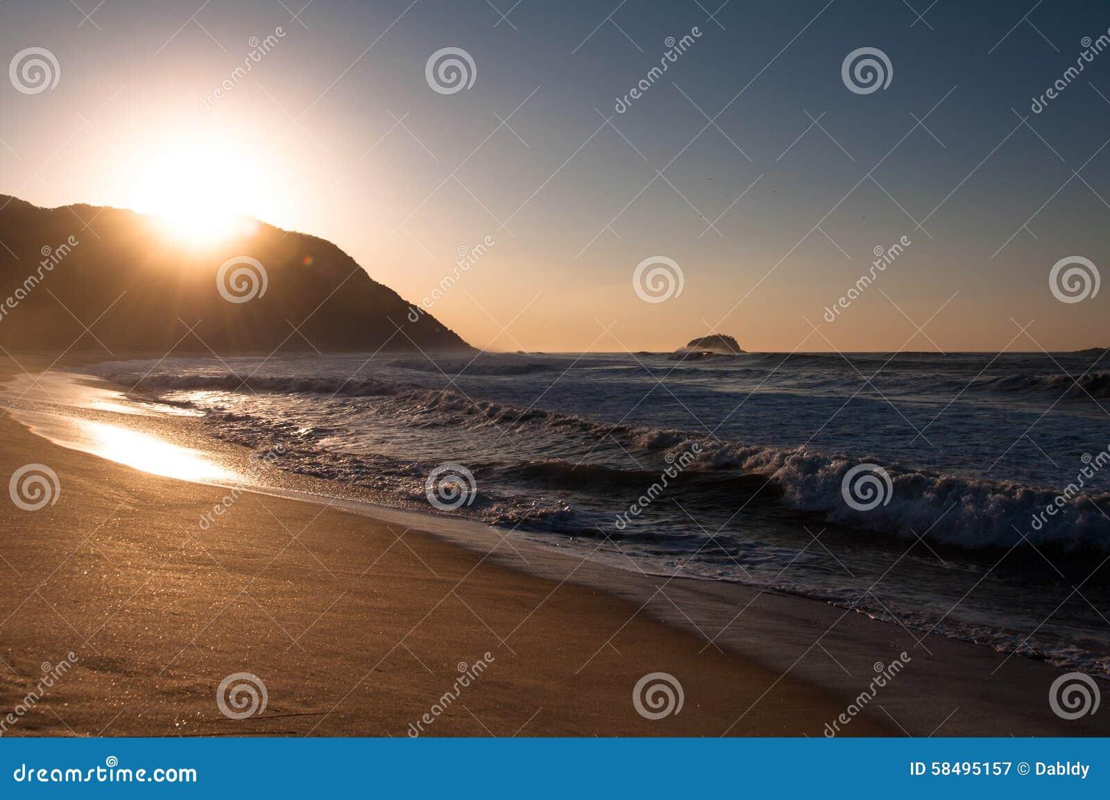 Alba nella spiaggia