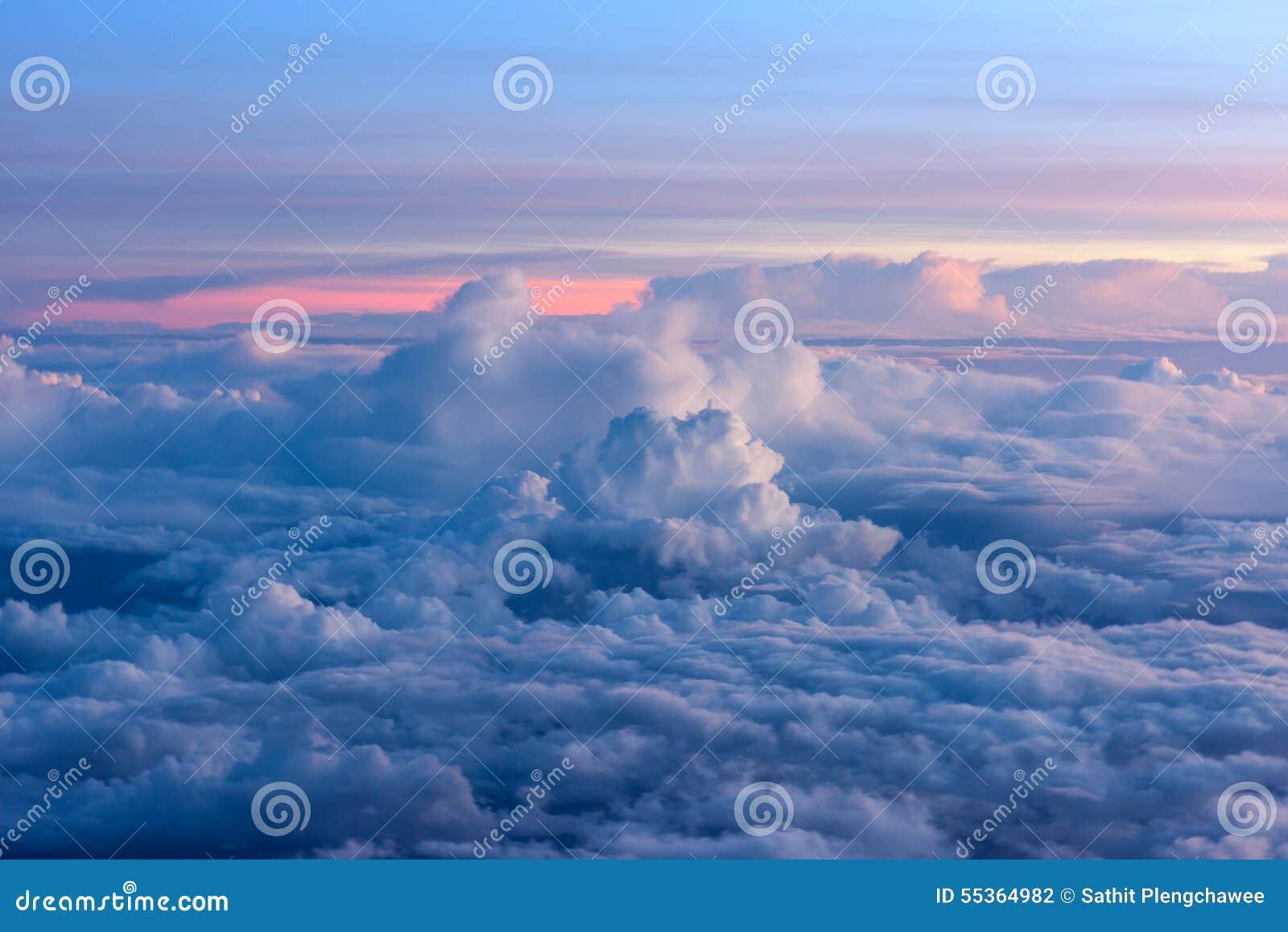 Alba sul cielo e sulle nuvole, fondo