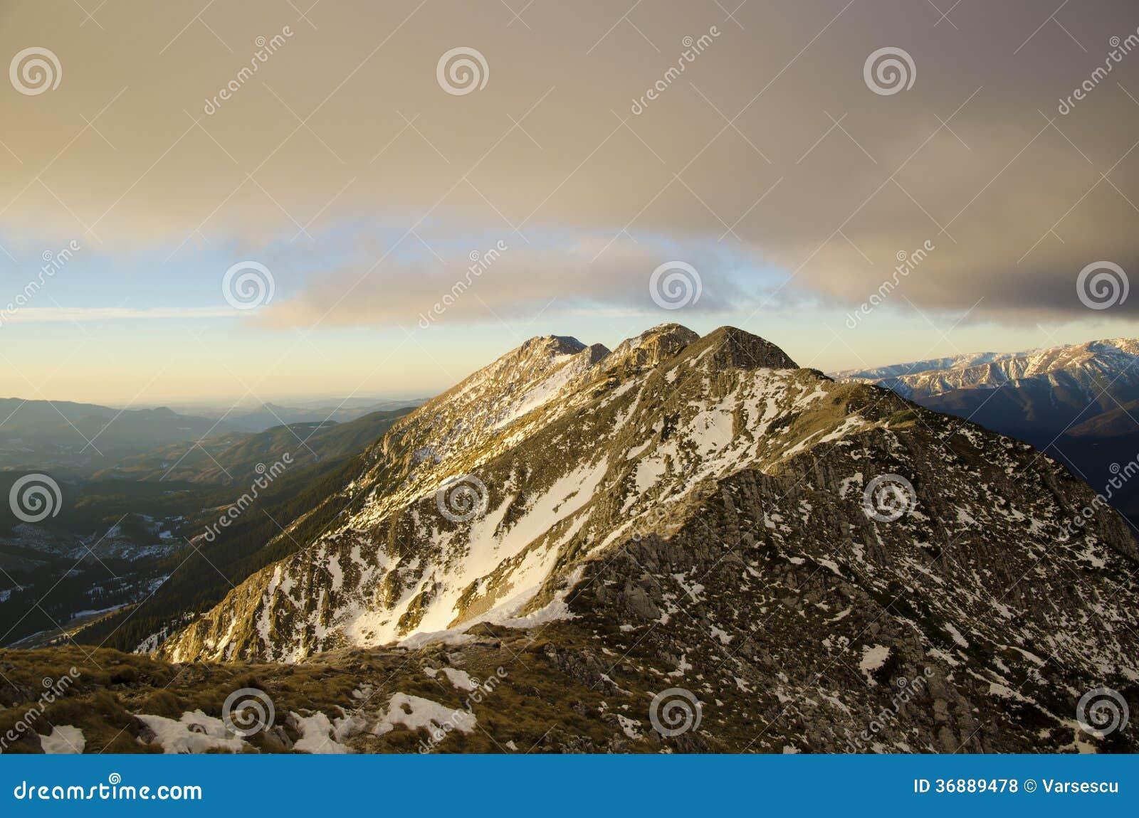 Download Alba Sulla Cresta Della Montagna Fotografia Stock - Immagine di esterno, bello: 36889478