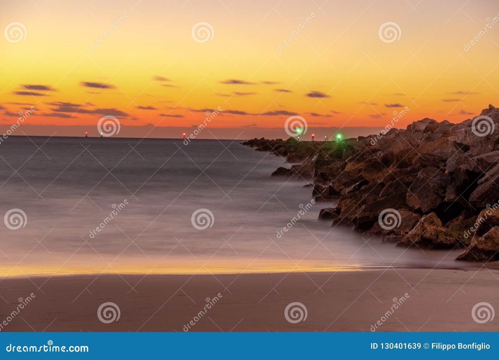 Alba sulla spiaggia una nuova alba