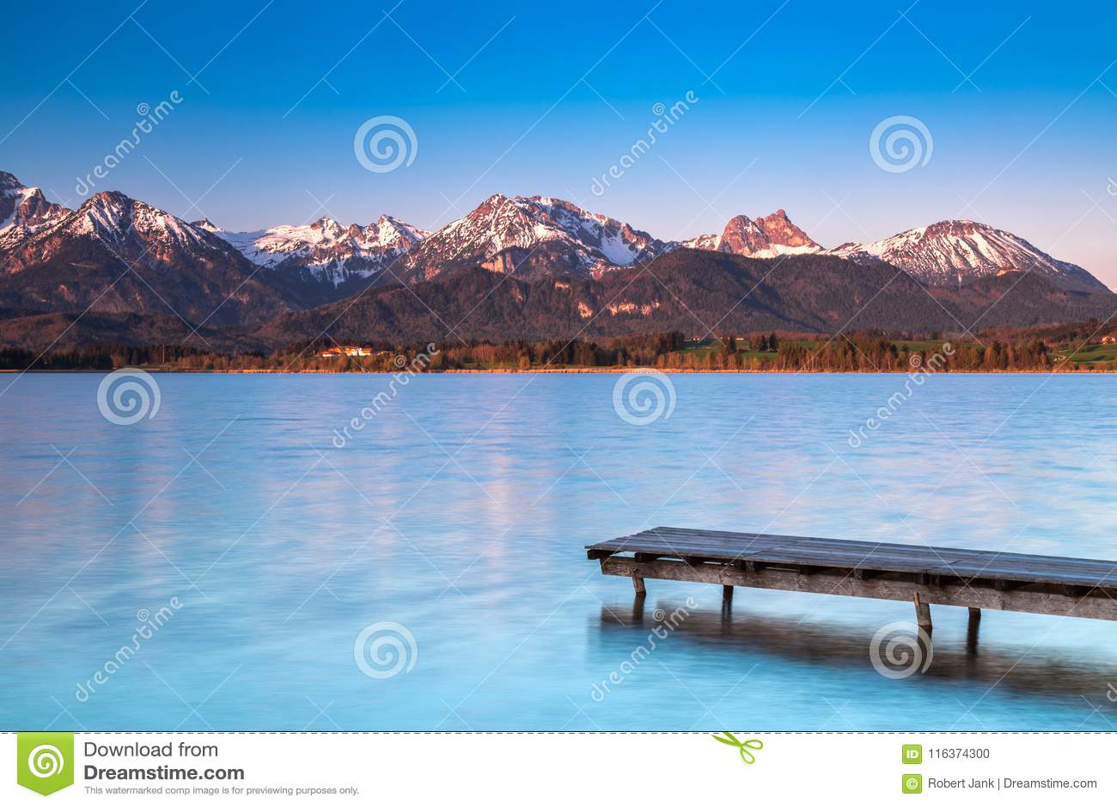 Alba y salida del sol en el lago Hopfensee