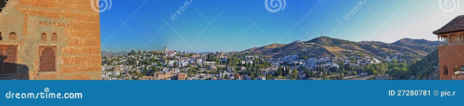 Albaicin - Granada som ses från Alhambra Slott-Spanien