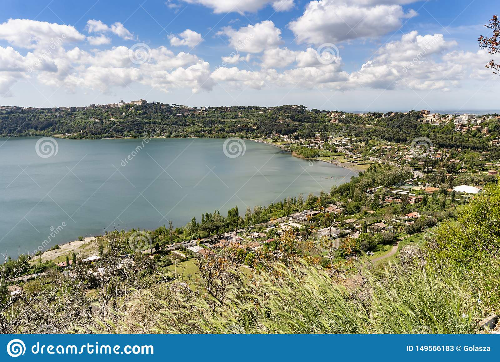 Albano湖位于的冈多菲堡镇,拉齐奥,意大利