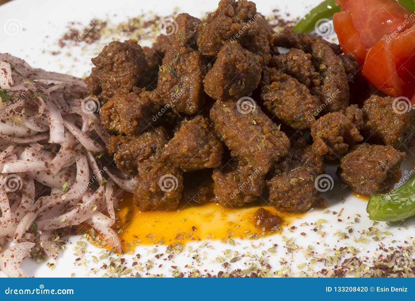 Albansk lever, ett traditionellt turkiska kryddade lams lever