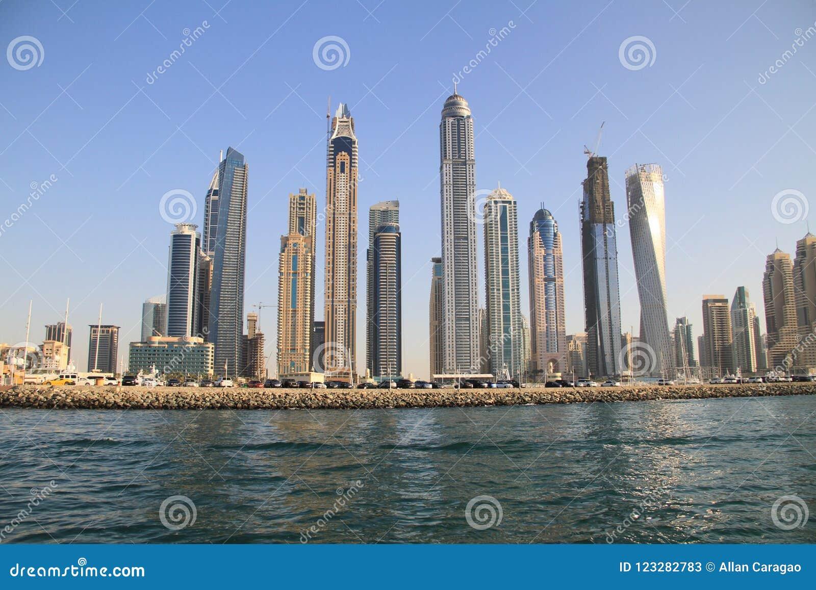 Albergo di lusso del porticciolo del Dubai