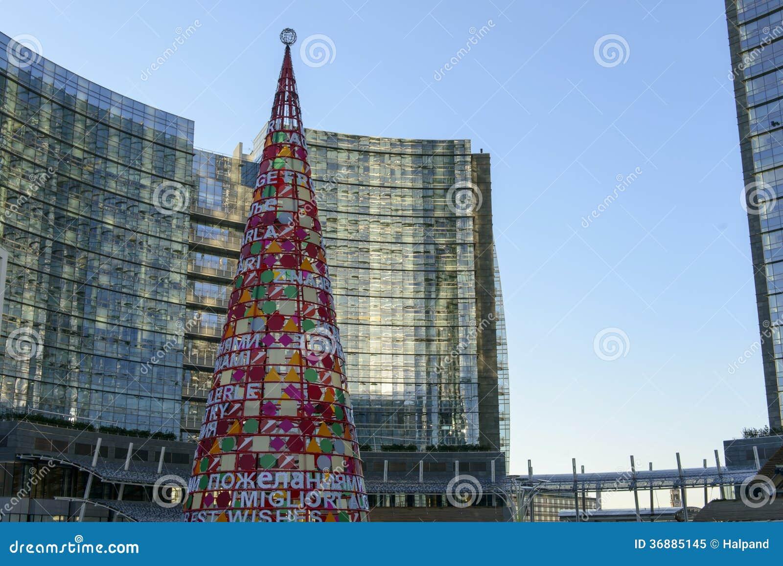 Download Albero Artificiale Di Natale Al Hub #1, Milano Di Affari Immagine Editoriale - Immagine di costruzioni, lombardy: 36885145