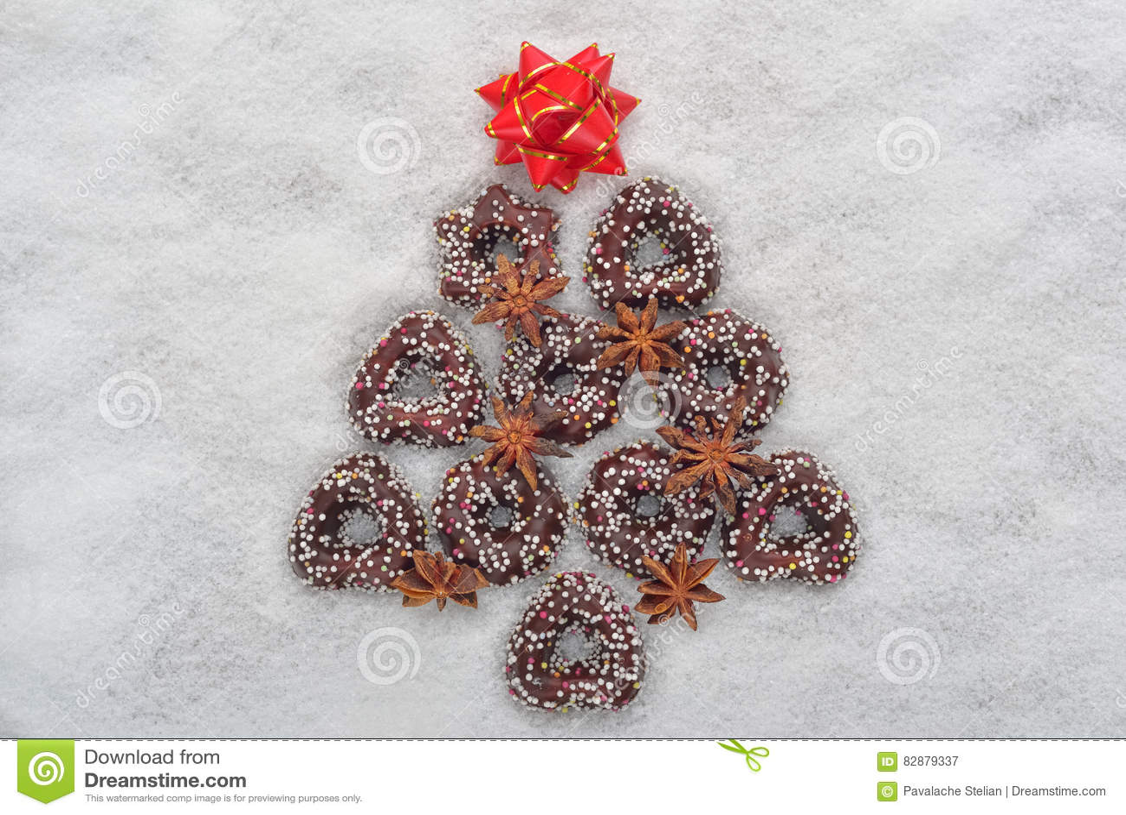 Albero Di Natale Fatto Con I Biscotti.Albero Dei Biscotti Di Natale Fatto Da Cannella Con Una Stella Rossa
