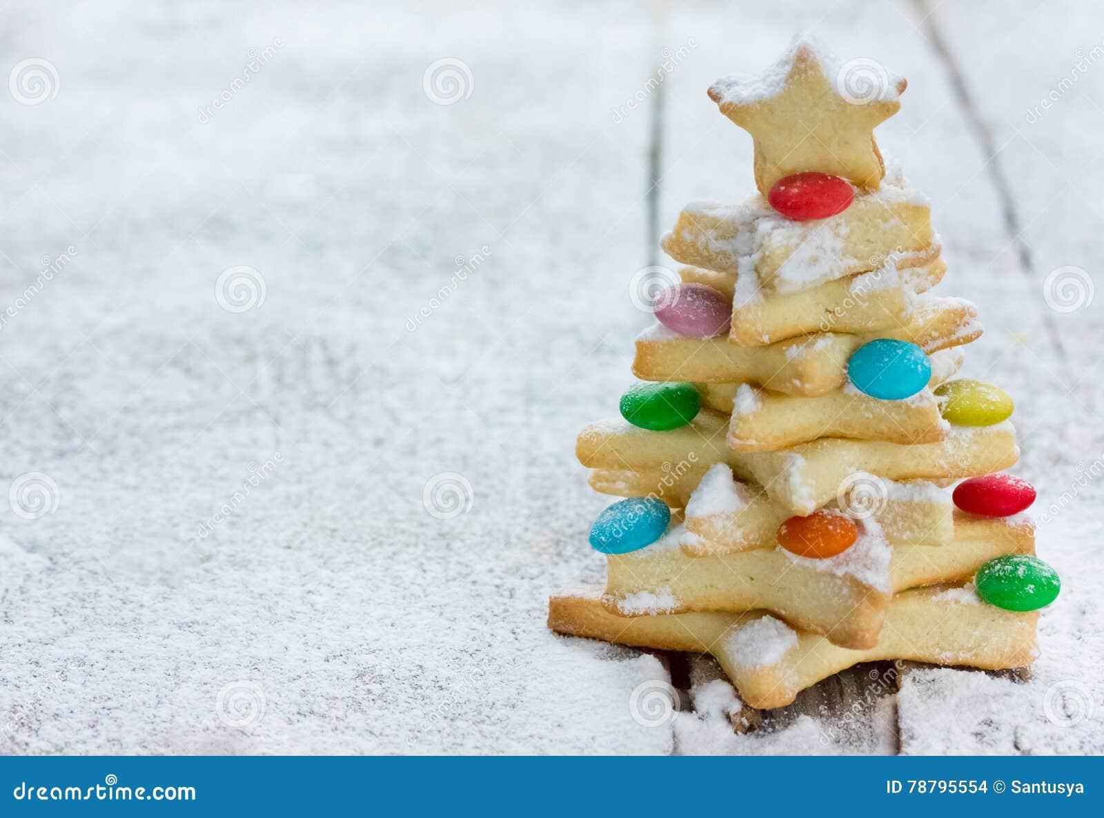 Albero Di Natale Fatto Con I Biscotti.Albero Di Natale Del Biscotto Fatto Dalla Taglierina Del Biscotto Della Stella Fotografia Stock Immagine Di Festa Festive 78795554