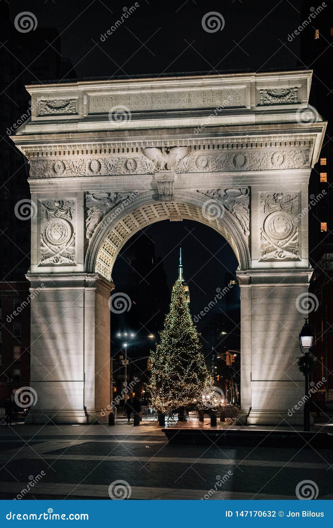 Albero Di Natale Washington.Albero Di Natale Ed Arco A Washington Square Park In Manhattan New York Fotografia Stock Immagine Di Albero Costruzione 147170632